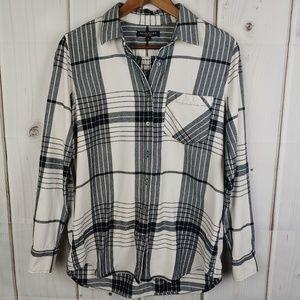 Banana Republic Soft Wash Plaid Button Up Shirt